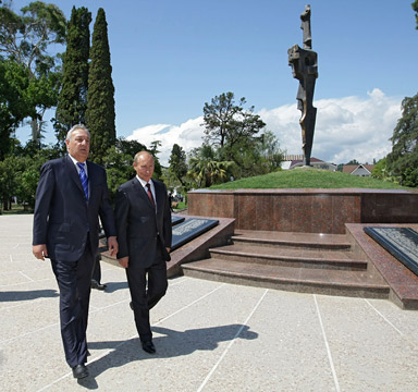 Putin Vows To Protect Abkhazia's Sovereignty And Independence