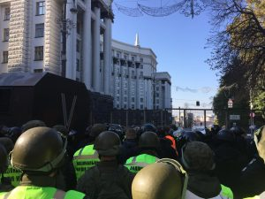 kyiv anti-corruption protests rage for second day