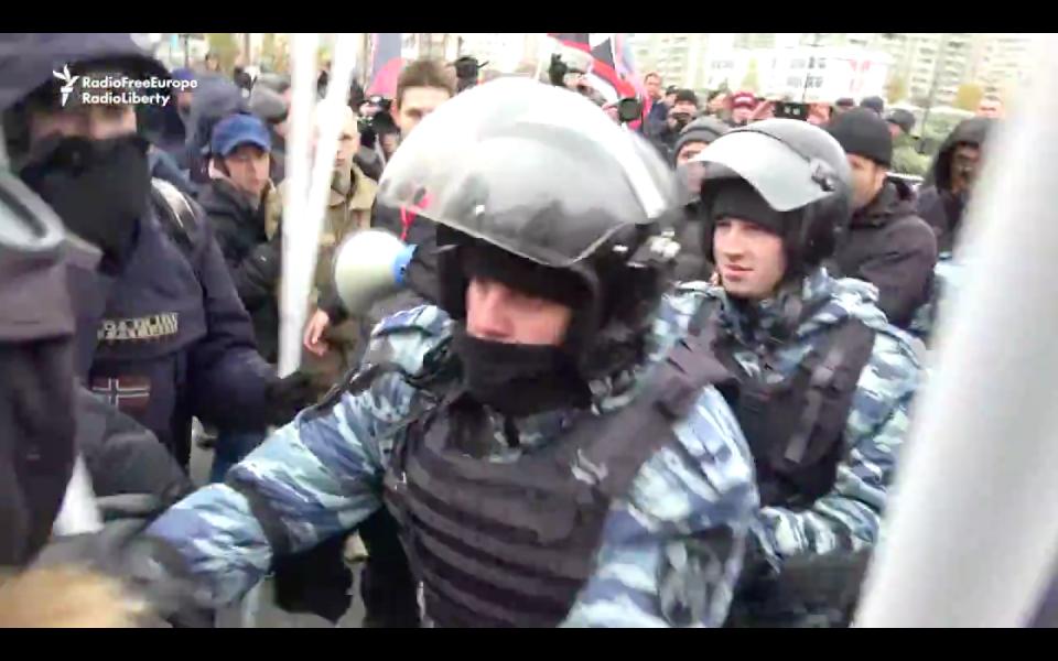 Video: Moscow Police Detain Dozens At Nationalist, Anti-Putin Rally