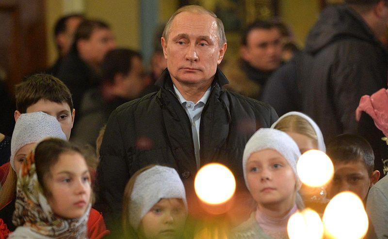 Video: Putin, Medvedev Attend Orthodox Christmas Services