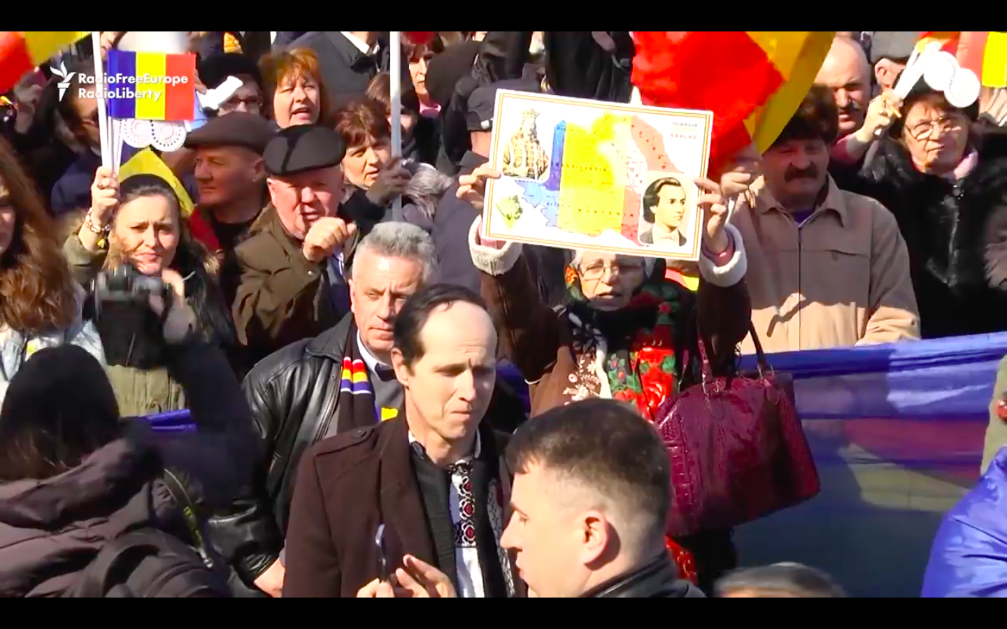 Video: Moldovans Demonstrate For Reunification With Romania