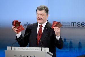 Petro Poroshenko popularity falls