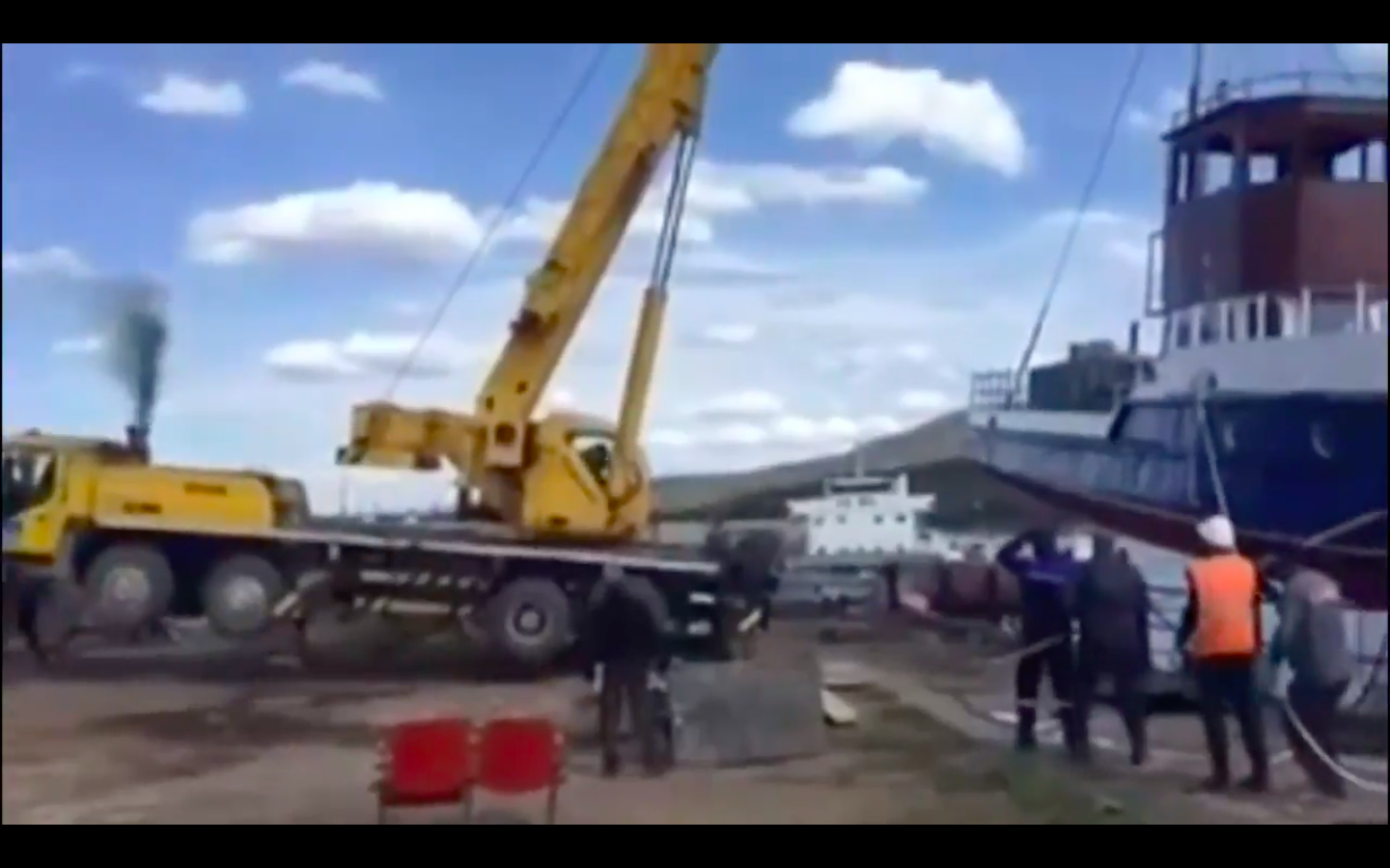 Video: What Happens When You Don't Anchor A Crane Properly In Russian Far East