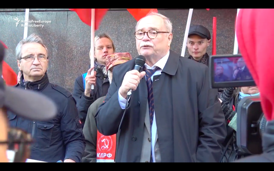 Protest Outside Duma As Russian Lawmakers Vote On Retirement Age Hike