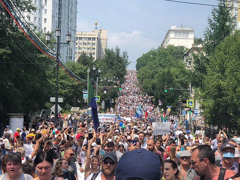 VIDEO: Thousands In Khabarovsk Protest Arrest Of Russian Governor